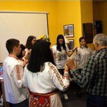 Tanzen zum Bulgarischen Feiertag